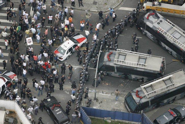 Протести незадоволених співробітників поліції ширяться Бразилією_1