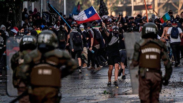 У столиці Чилі не припиняються вуличні протести_1