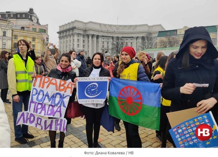 З вагінами, циганами і трансгендерами: у Києві пройшов парад феміністок_5