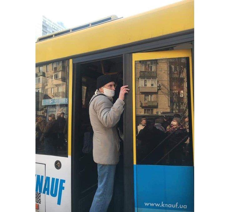 Як Київ переживає закриття метро та інші «карантинні негаразди» (фото)_4