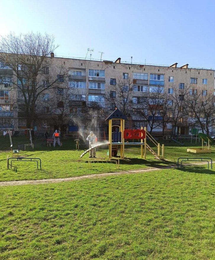 Обробка дитячого майданчика в Гадячі на Полтавщині
