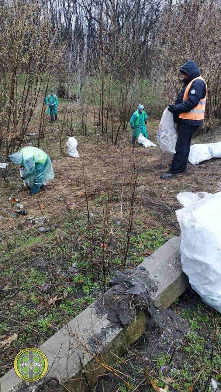 10 вантажівок сміття зібрали на узбіччях доріг Полтавщини_1