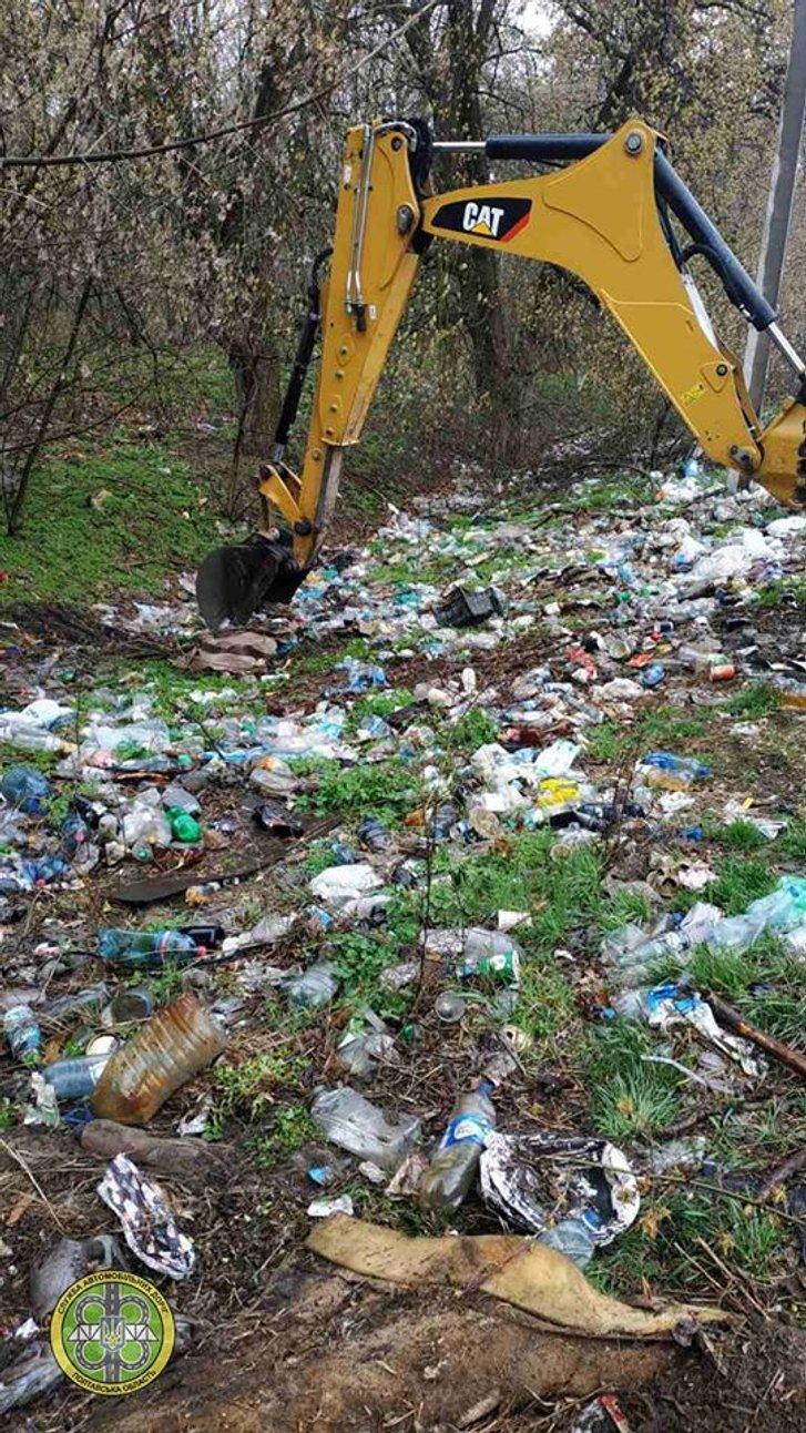 Прибирання сміття за допомогою спецтехніки