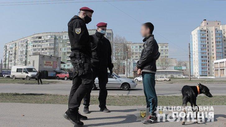 У парках Полтави поліція роздає маски і попереджає про штрафи_1