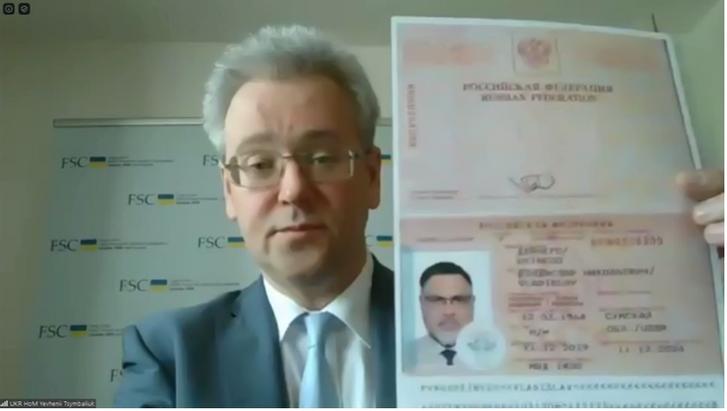 Україна продемонструвала російські паспорти ватажка «ДНР» і «представників» ОРДЛО в ТКГ_1