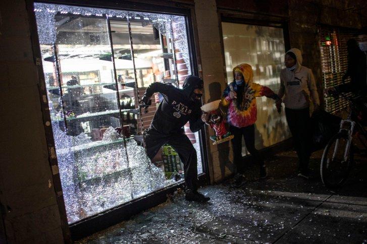 Пограбування крамниці у районі Сого на Мангеттені