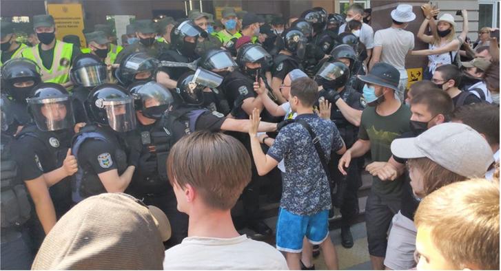 Суд продовжує обирати запобіжний захід активістуСтерненку_1