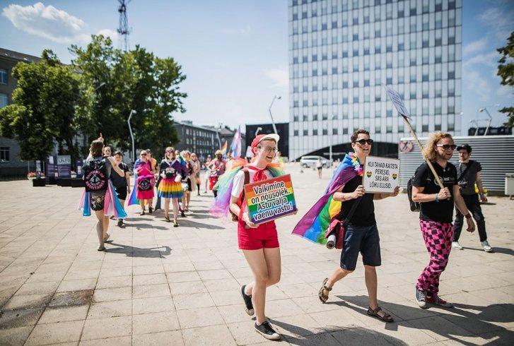 Без масок і соціальної дистанції: у Таллінні відбувся ЛҐБТ-марш_2