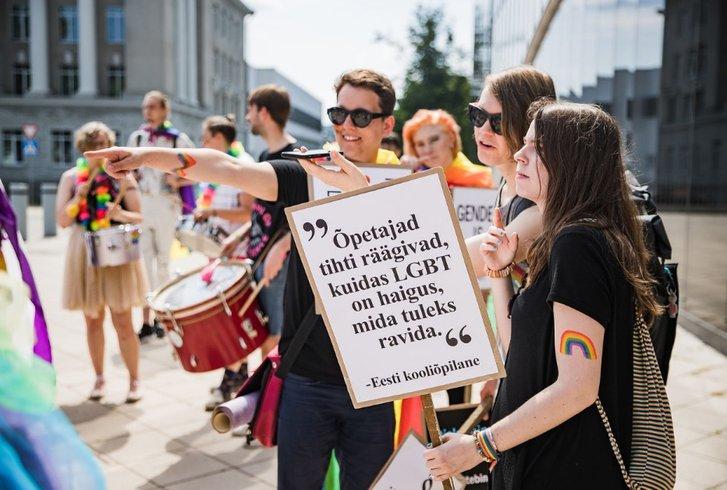 Без масок і соціальної дистанції: у Таллінні відбувся ЛҐБТ-марш_3