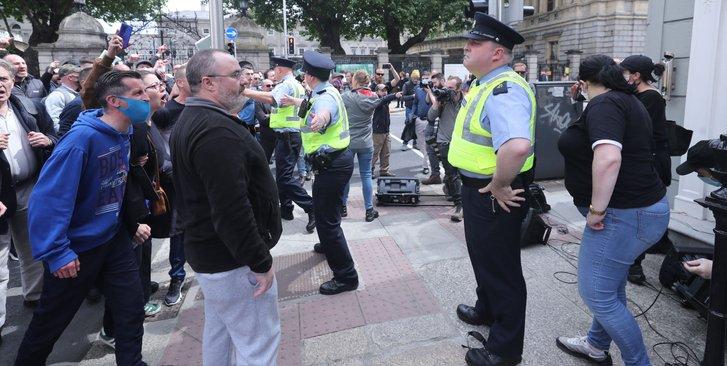 Патріотична громадськість Ірландії виступила проти узаконення педофілії_1