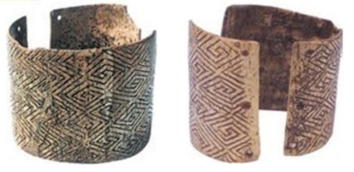 Браслети з кістки мамонта, знайдені у Мізині