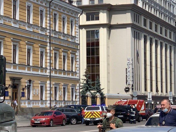 У Києві евакуюють бізнес-центр через можливість теракту_3
