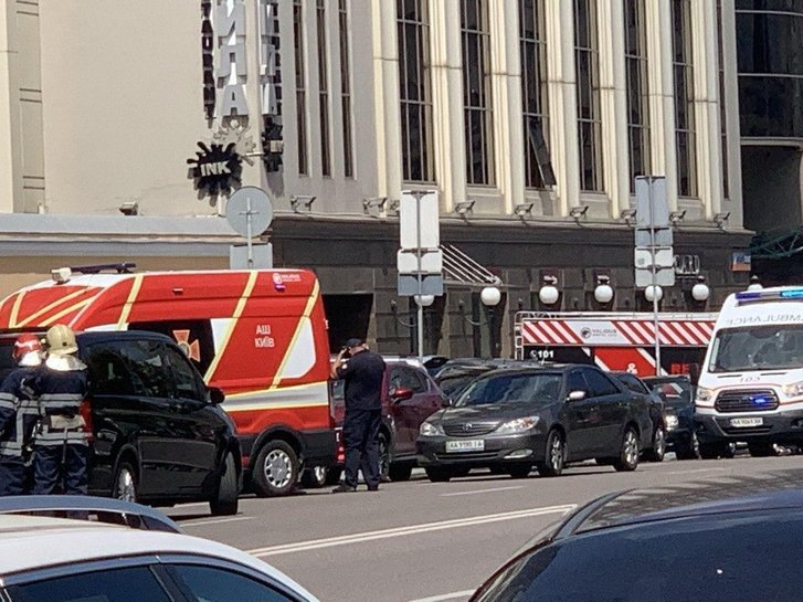У Києві евакуюють бізнес-центр через можливість теракту_4