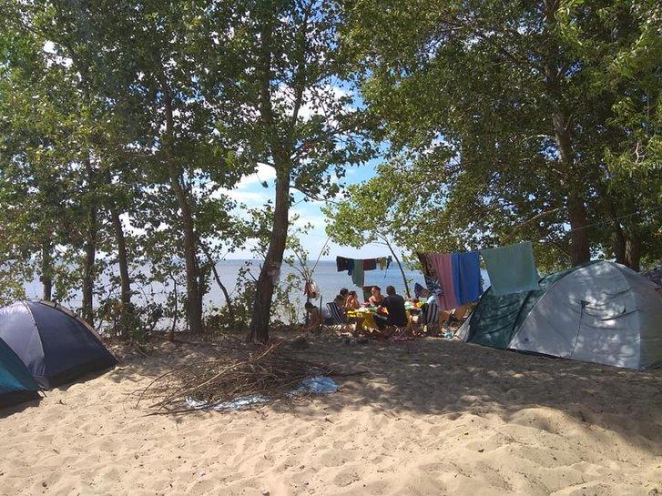 Відпочивальники на території гори Пивихи