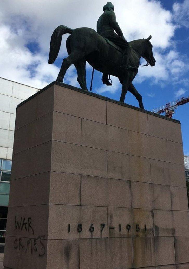 У Фінляндії вандали спаплюжили 2 пам'ятники маршалу Маннергейму_1