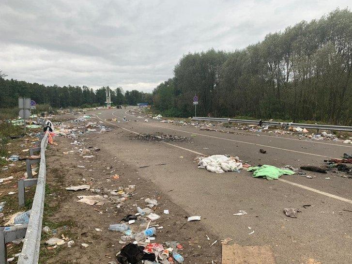 Хасиди покинули білорусько-український кордон залишивши після себе гори сміття_1