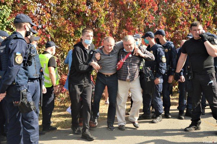 Побиті студенти і ректор у смітнику. Що відбувається в Олімпійському коледжі (репортаж)_3