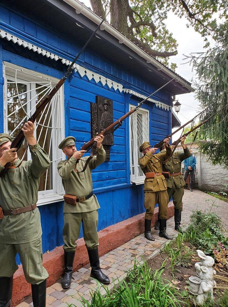 На Київщині вшанували українця, який врятував Варшаву від більшовиків_3