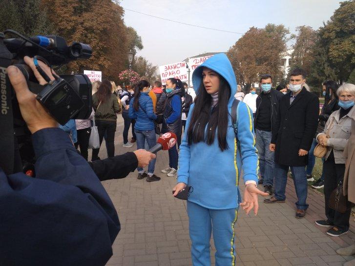 Одна з учасниць мітингу