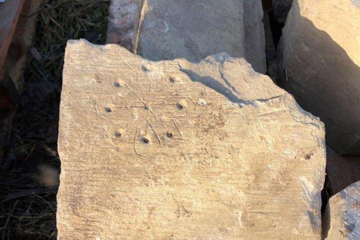 Церкву з «відьомськими знаками» виявили в одному з сіл Англії_2