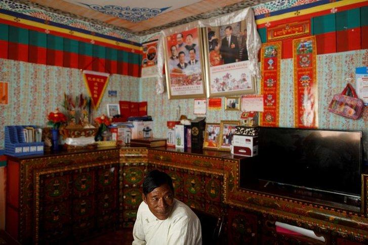 Типове житло сучасного тибетця, за яким здійснюють нагляд правоохоронці КНР