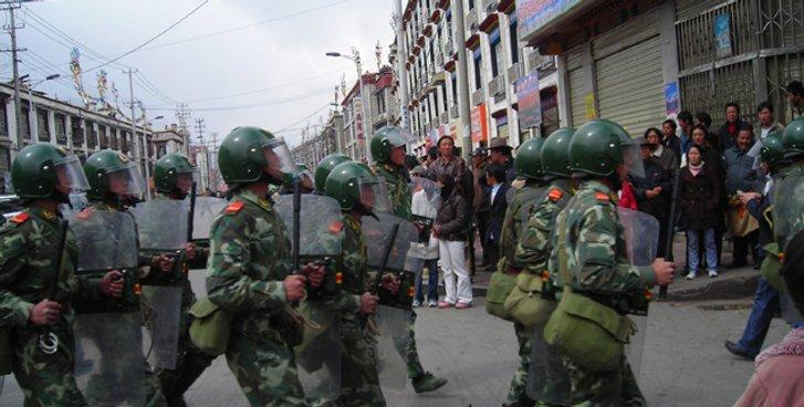 Демонстрація сили армією КНР на вулицях Лхаси