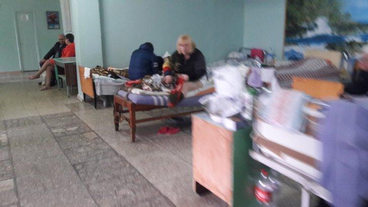 Хворі на COVID-19 у коридорі однієї з лікарень Києва