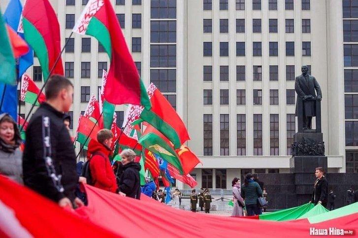 Прихильники Лукашенка відзначили річницю більшовицького перевороту_1