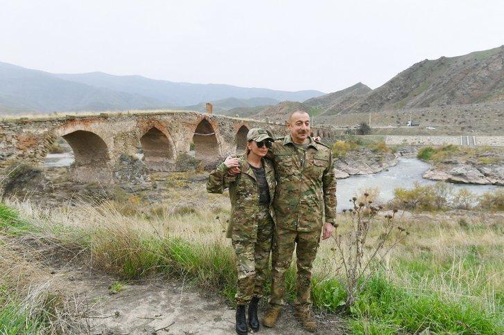 Подружжя Алієвих відвідало звільнений Карабах_1