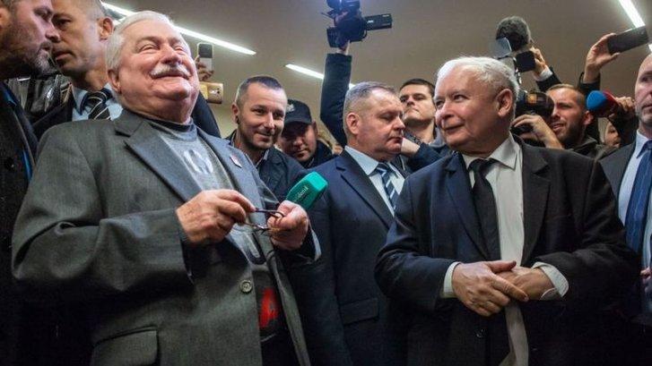 Під час суду Лех Валенса (ліворуч) і Ярослав Качинський не могли втриматися від дошкульних зауважень на адресу один одного