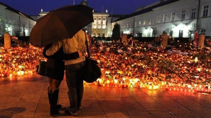 Відлуння смоленської катастрофи досі дуже впливає на польське суспільство