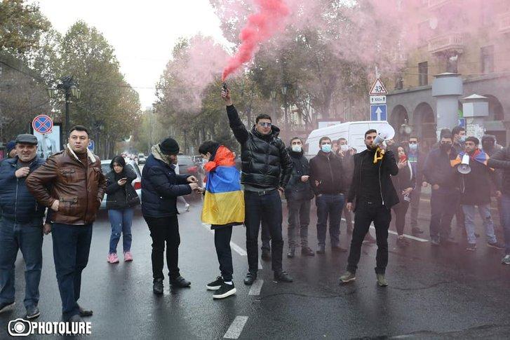 Вірменська опозиція закликала громадян до «мирного перевороту»_2
