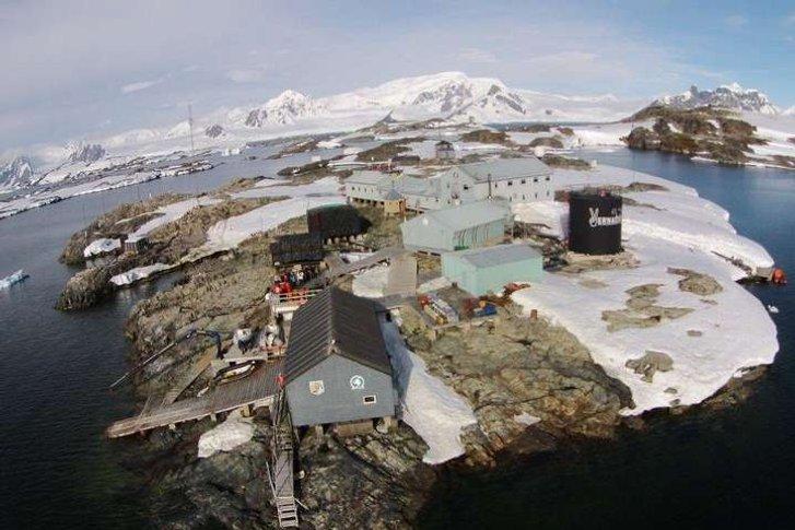 Українці в Антарктиді святкують Новий рік у розпал літа_2