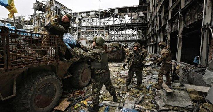 Україна вшановує кіборгів, які 242 дні обороняли ДАП_3