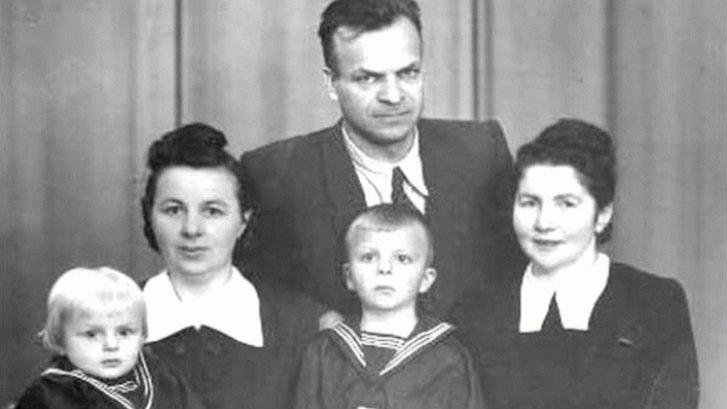21 січня 1978 року біля могили Шевченка протестуючи проти русифікації спалив себе Олекса Гірник_3