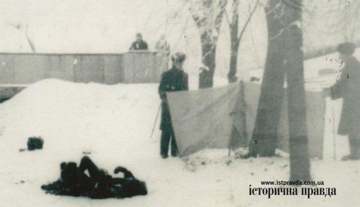 21 січня 1978 року біля могили Шевченка протестуючи проти русифікації спалив себе Олекса Гірник_1