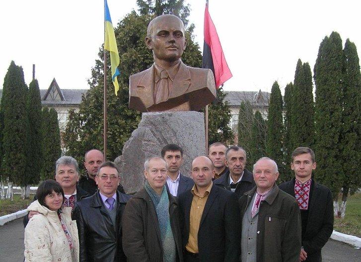 Земляки вшановують пам'ять керівника СБ ОУН Миколи Арсенич на місці його загибелі