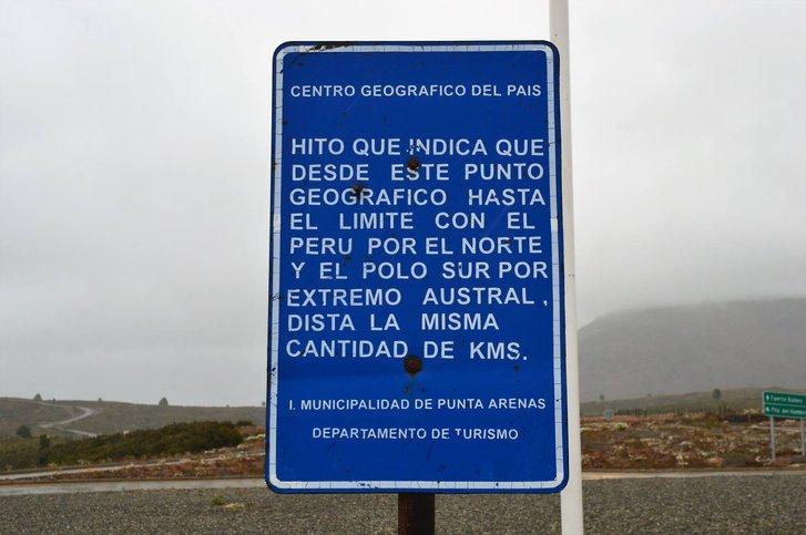 Табличка з поясненням для іспанськомовних відвідувачів Пунта-Аренасу