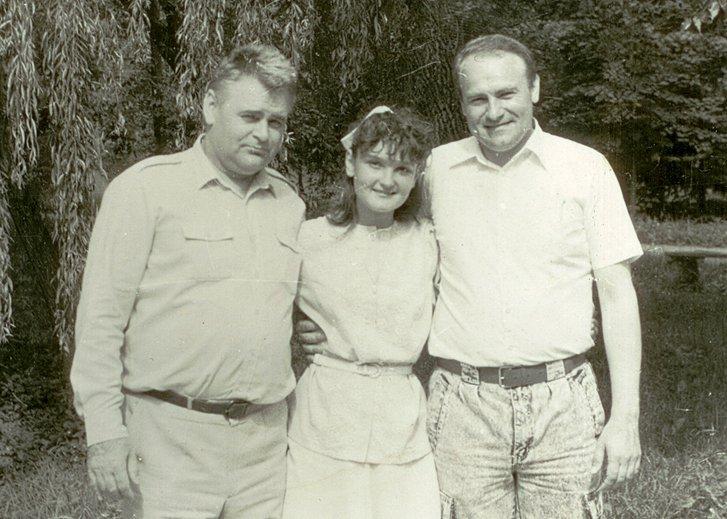 Фото з сімейного альбому. В.Сідак разом з сином та донькою