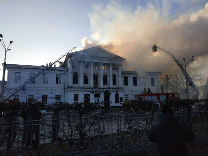 Кінотеатр у день пожежі