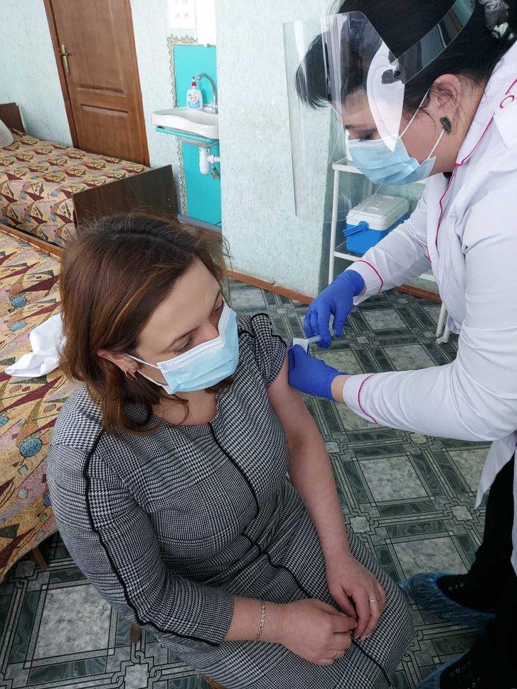 120 медичних працівників вакцинували на Полтавщині_1