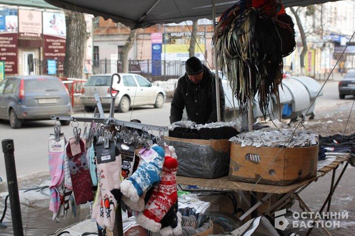 «Витягнемо Мамая з кабінету і поведемо на базар» – продавці стихійного ринку в Полтаві_2