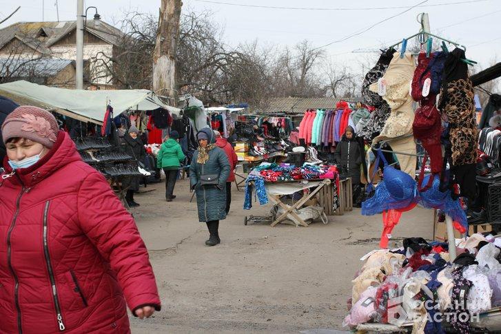 «Витягнемо Мамая з кабінету і поведемо на базар» – продавці стихійного ринку в Полтаві_9