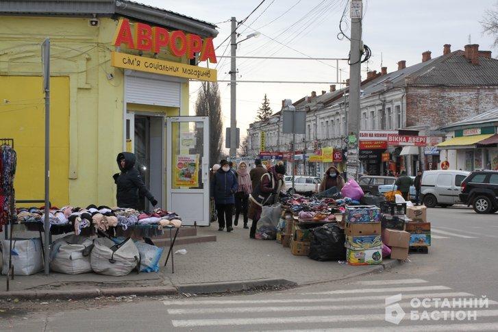 «Витягнемо Мамая з кабінету і поведемо на базар» – продавці стихійного ринку в Полтаві_10