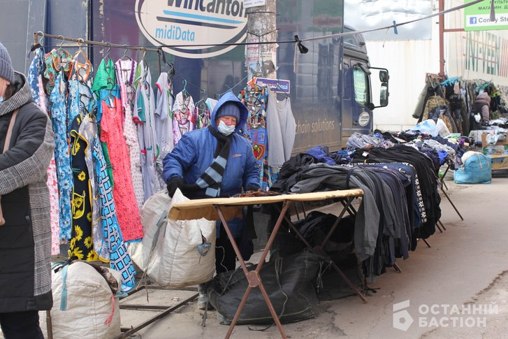 «Витягнемо Мамая з кабінету і поведемо на базар» – продавці стихійного ринку в Полтаві_4