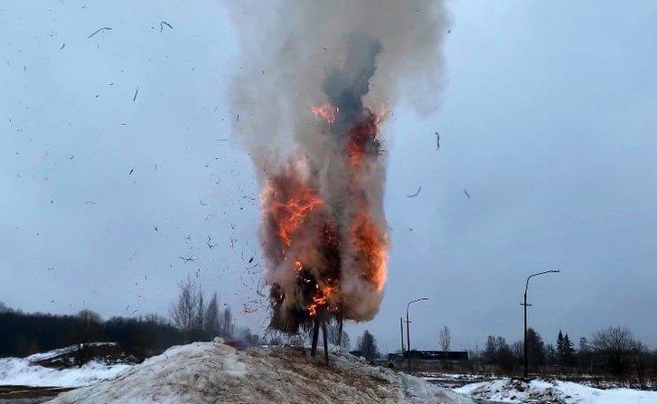 Масниця «з вогником»: на Росії з Т-34 розстріляли опудало_2