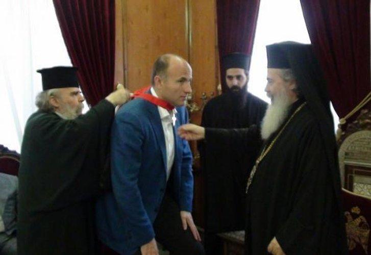 Павло Фукс (по центру)