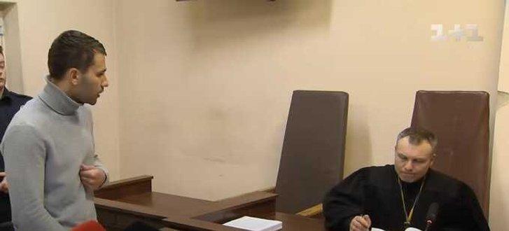 Павло Барбул (ліворуч) на засіданні суду у своїй кримінальній справі
