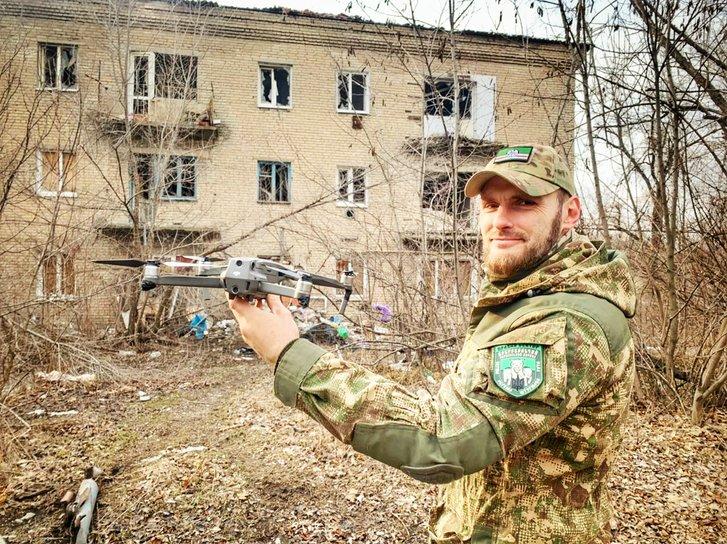 Боєць 1 ОШР ДУК ПС Дмитро Савченко у Пісках
