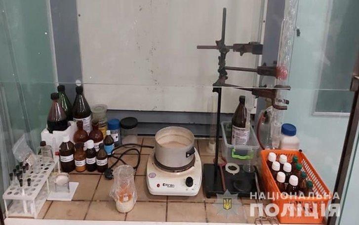 Викладачі медколеджу надсилали наркотики через Нову пошту в Полтаві_2